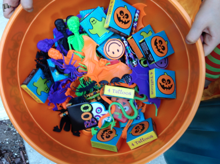 A great selection of non-food items for Halloween Trick or Treaters w/Food Allergies!